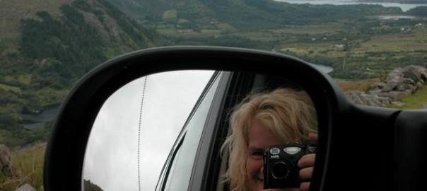 Das Foto zeigt Mechthild vom Büchel bei der Arbeit hinter der Kamera.
